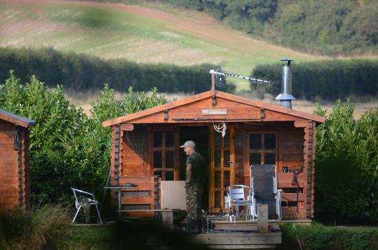 Herefordshire, UK: Log cabin private fishing lake dogs welcome