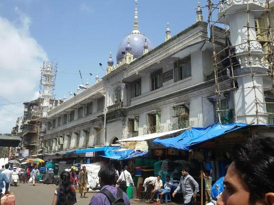 Mumbadevi Temple: Mosque on the way