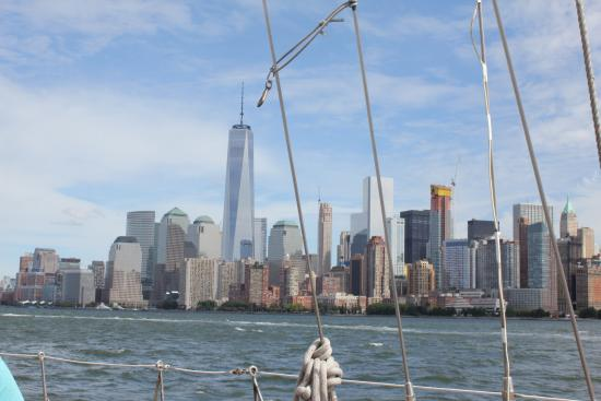 Manhattan by Sail - Shearwater Classic Schooner : Skyline