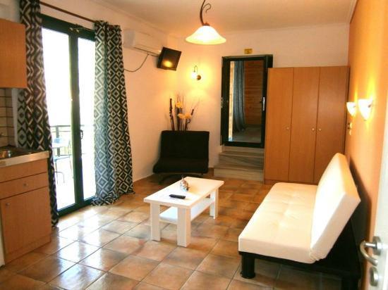 Madouri Beach Studios: 2 Room Apartment Living Room Area