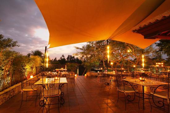 Giorgio Italian Ristorante Pizzeria: Al-fresco seating at the terrace