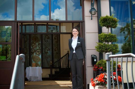Four Seasons Hotel and Leisure Club: Four Seasons Welcome