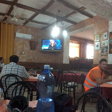 Lercara Friddi, Italy: Eating with the locals and roadworkers