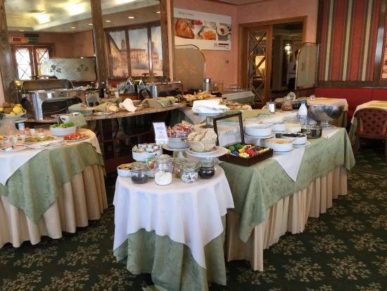 Etrusco Arezzo Hotel: La sala colazione