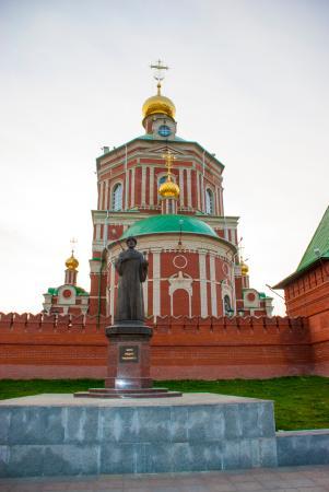 памятник царю Федору Иоановичу