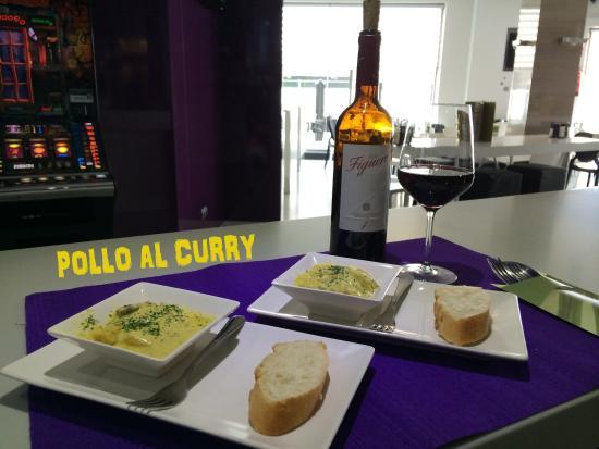 El Ejido, España: tapa pollo al curry