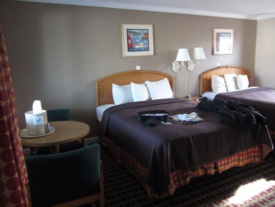 Cape Cod Inn: Room - table with two queen beds
