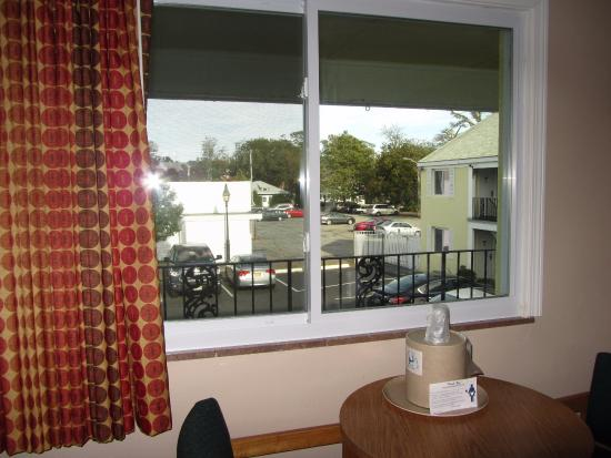 Cape Cod Inn: View over the hotel car park