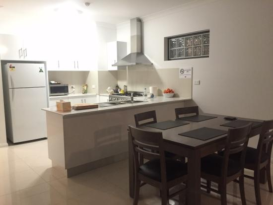 Banna Suites: Kitchen & dining