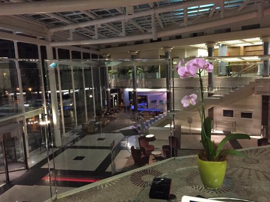 Hilton Sofia: Вид на холл