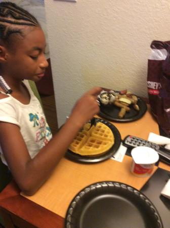 Residence Inn by Marriott Yonkers Westchester County: The wonderful breakfast they served