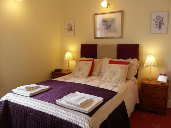 Glenotter Bed and Breakfast: Double Bedroom with Shower en suite
