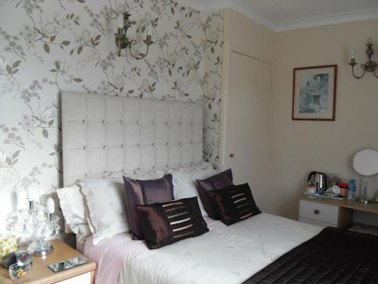 Glenotter Bed and Breakfast: Deluxe Bedroom with en suite bathroom