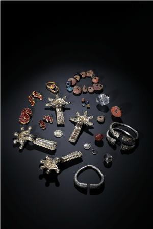 Louvres, France : Bijoux des tombes mérovingiennes de Saint-Rieul (c) JY Lacôte