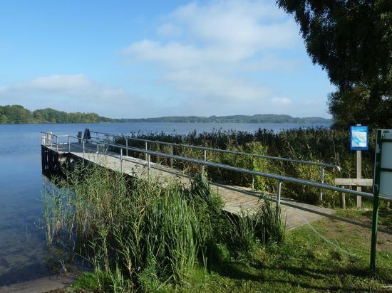 Niederkleveez, Almanya: Blick vom Hotelgarten auf den See