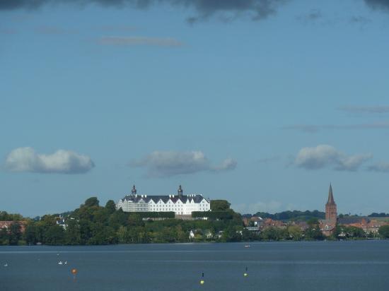 Niederkleveez, Tyskland: Das Plöner Schloss