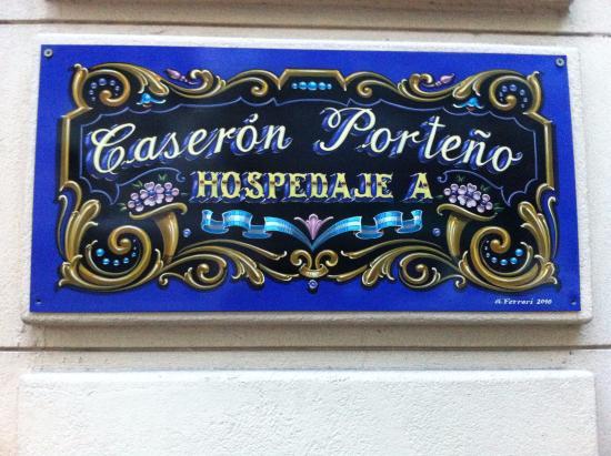Caseron Porteno B&B: Placa a la entrada el B&B