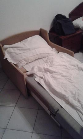 Hotel Polus: Here i was sleeping. I paid for normal bed and i got THIS