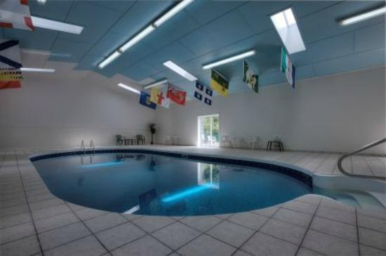 Hearthstone Inn Port Hawkesbury: Indoor Pool (open May-October)