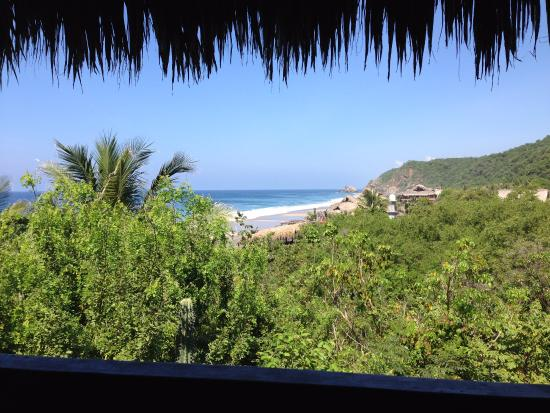 El copal: Vista de la cabaña a la playa