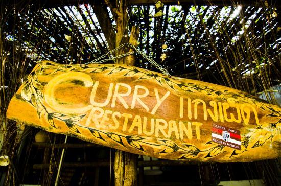 Curry Salad Restaurant: entrance