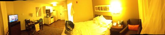 Wheeling, IL: room - not many rooms with 2 beds except the larger suites