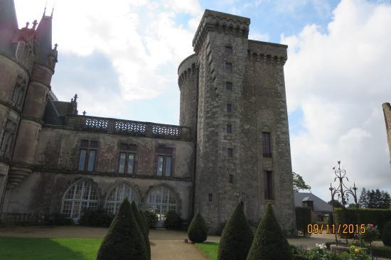 Chateau de la Flocelliere: Keep from garden