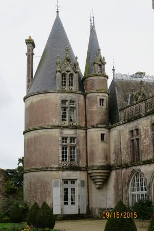 La Flocelliere, Francia: Main Chateau from garden