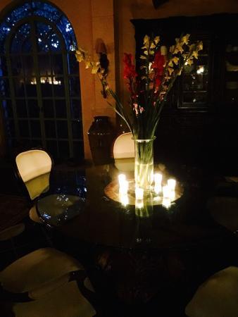 Hacienda del Lago Boutique Hotel: Restaurant at night