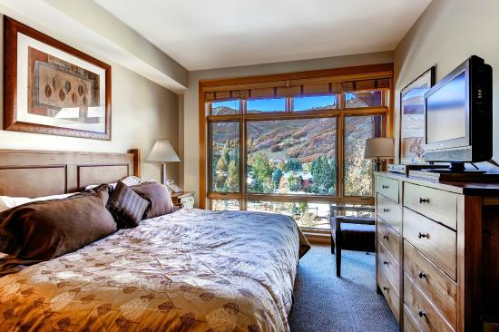 Capitol Peak Lodge: Capitol Peak Valley View Bedroom
