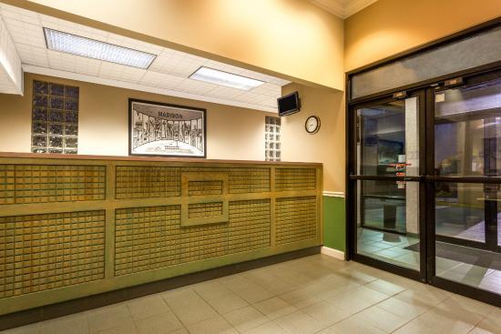 Super 8 Madison/Ridgeland Area: Front Desk and entrance