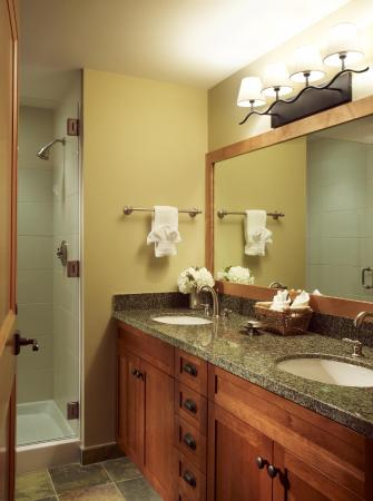 Capitol Peak Lodge: Master Bath