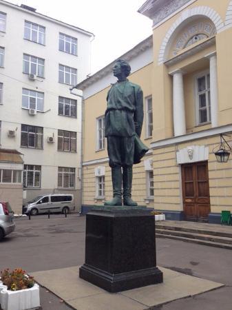 Statue of Gorkiy
