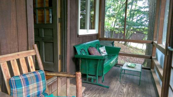 Camp Driftwood: Screened in porch