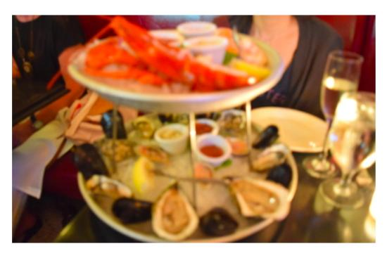 Ruby's Oyster Bar & Bistro: シーフードプラッター(Double Tier)