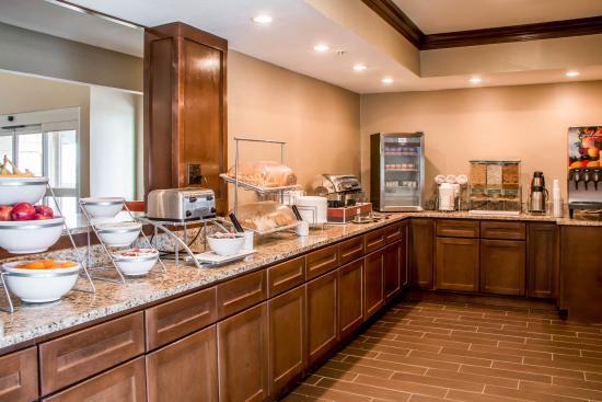 Comfort Suites: Buffet