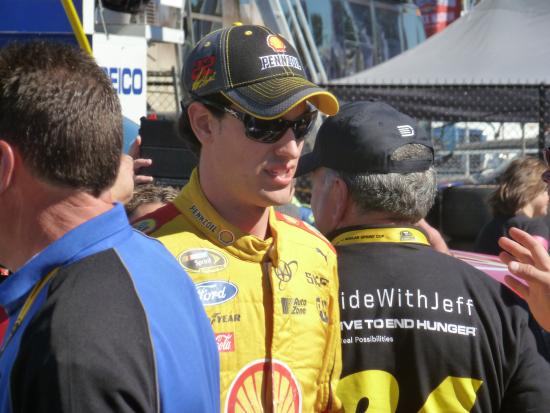 Loudon, Νιού Χάμσαϊρ: Driver Joey Logano in the pits