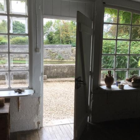 Le Moulin de Poilly-sur-Serein: Inside looking out