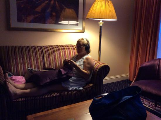 Park House Hotel: Love seat and wife knitting in mini suite