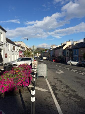 Lansdowne Arms Hotel: Great location within walking distance to everything in Kenmare. Easy and free parking. Excellen