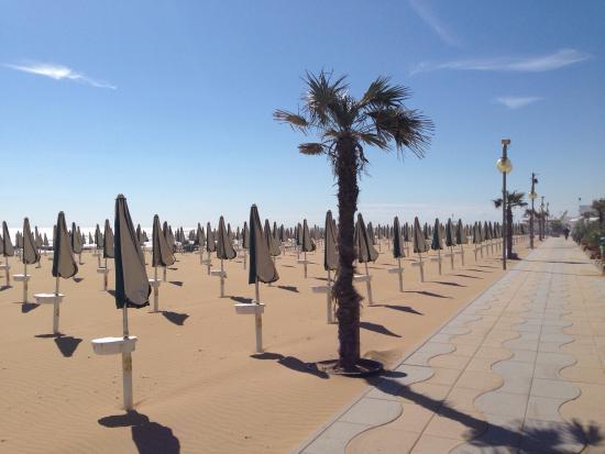 Location Matrimoni Spiaggia Jesolo : Spiaggia di jesolo a fine settembre picture of