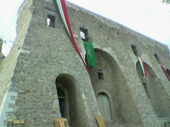 ‪Castello Pignatelli‬