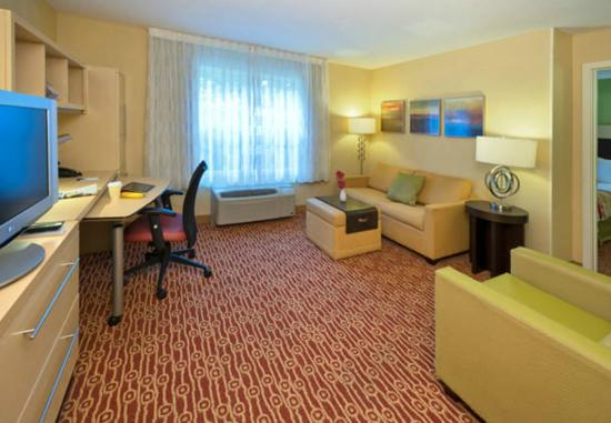 TownePlace Suites Jacksonville: Guestroom