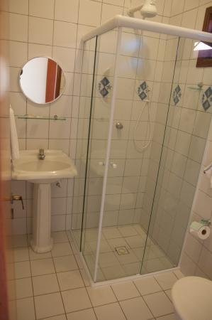 Pousada Marazul: novo boxes para os banheiro com maior espaço