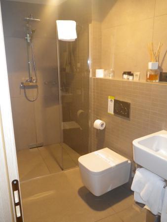 Emona Luxury Rooms: fantastic bathroom