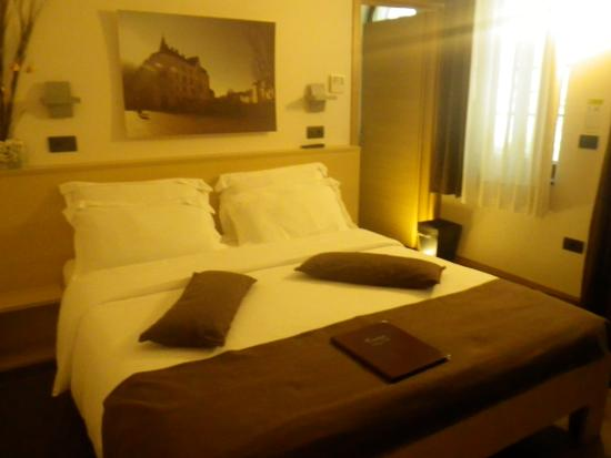 Emona Luxury Rooms: spacious clean room