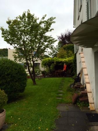 B&B Villa Feldpausch-side yard