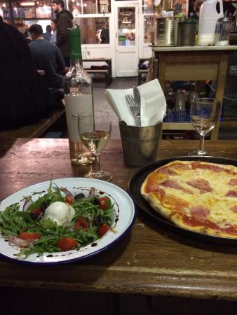 Pizza & Salat im Agile Rabbit, London