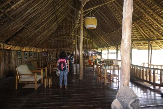 Gorilla Resort Camp: Dining and Lounge area