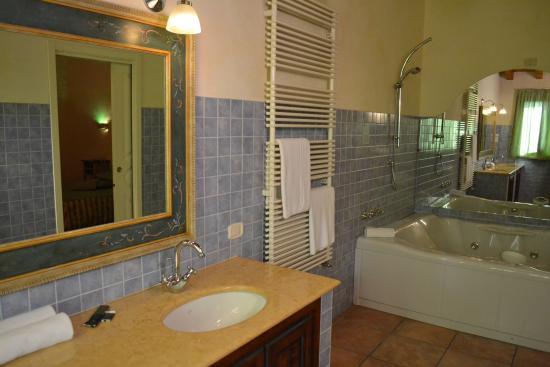 Salle de bain avec Jacuzzi - Picture of Adda Hotel, Spino d\'Adda ...